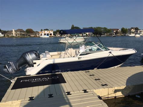 robalo boats r227 2017 robalo r227 power boat for sale www yachtworld