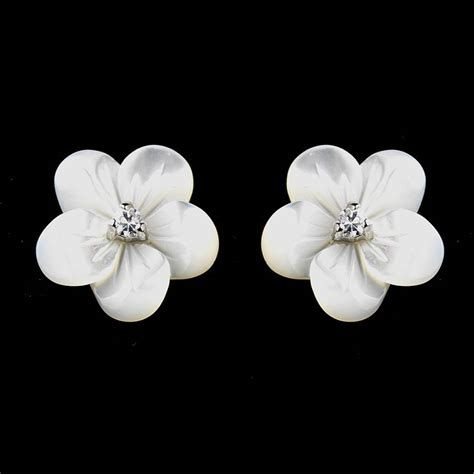 Flower Studs of pearl flower stud earrings by debbie