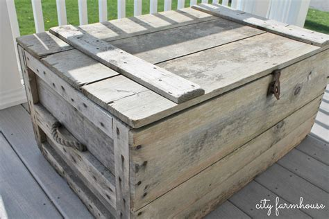 how to turn a vintage crate into a coffee table with