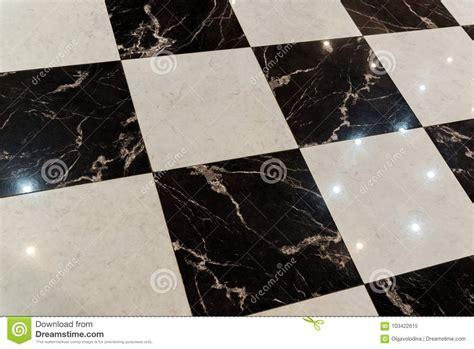 pavimento bianco e nero pavimento fatto delle mattonelle di marmo in bianco e nero