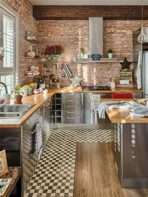 Credence Cuisine Noir Et Blanc #2: 1-crédence-de-cuisine-en-bois-clair-meubles-de-cuisine-carrelage-blanc-noir-aménager-une-cuisine.jpg