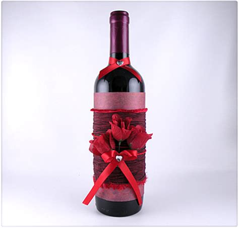 decorated wine bottle tepper