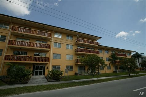 Apartments In Miami Springs Continental Springs Apartments Miami Fl Apartment Finder