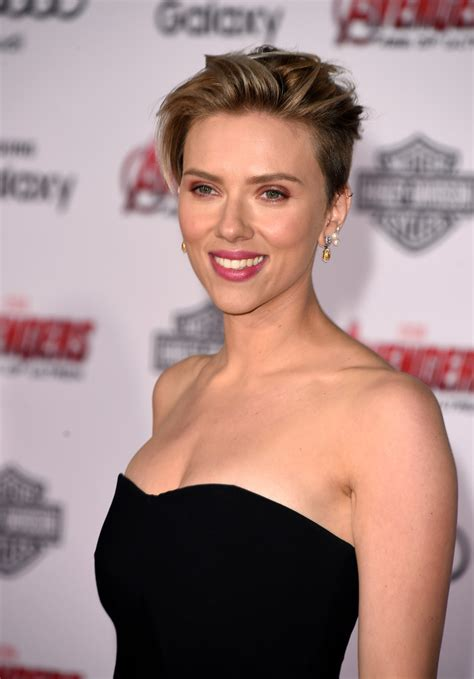 why scarlett johansson cut hair scarlett johansson messy cut hair lookbook stylebistro