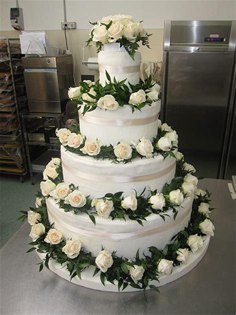 torta con fiori freschi 8 migliori immagini torte nuziali su torta