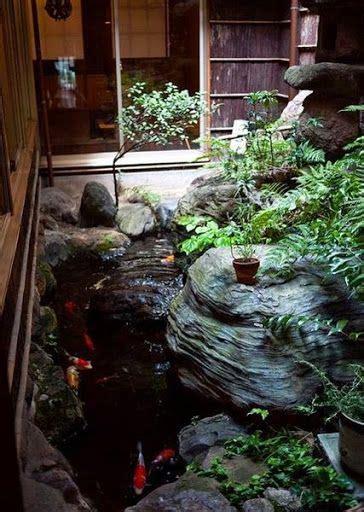 desain kolam ikan minimalis diluar rumah sebuah rumah  taman  halamannya  terasa