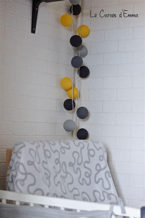 guirlande lumineuse chambre enfant une guirlande magic dans la chambre de minichat le