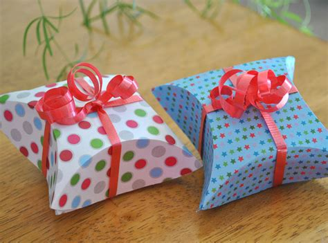 how to make a pillow gift box with free template