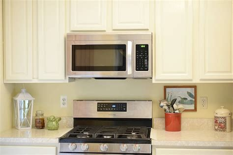 cleaning oak cabinets kitchen how to clean white kitchen cabinets