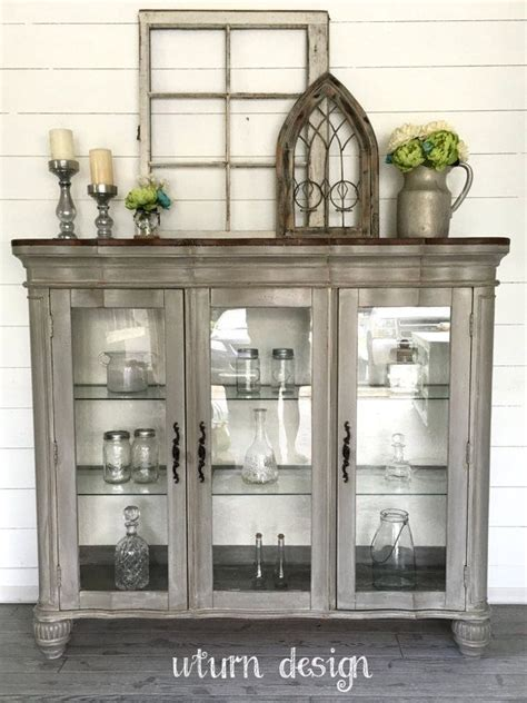 Best Way To Repaint Kitchen Cabinets by Best 25 China Cabinet Decor Ideas On Pinterest Hutch