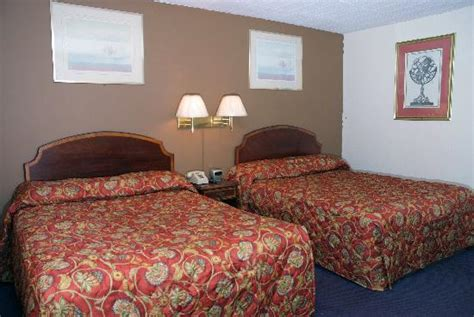 Fairway Inn And Suites Kitchener by Bed Rooms