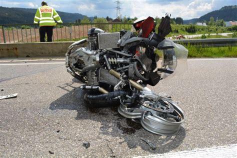 Motorradunfall B 4 by Fotostrecke Titisee Neustadt Unfall Motorradfahrer