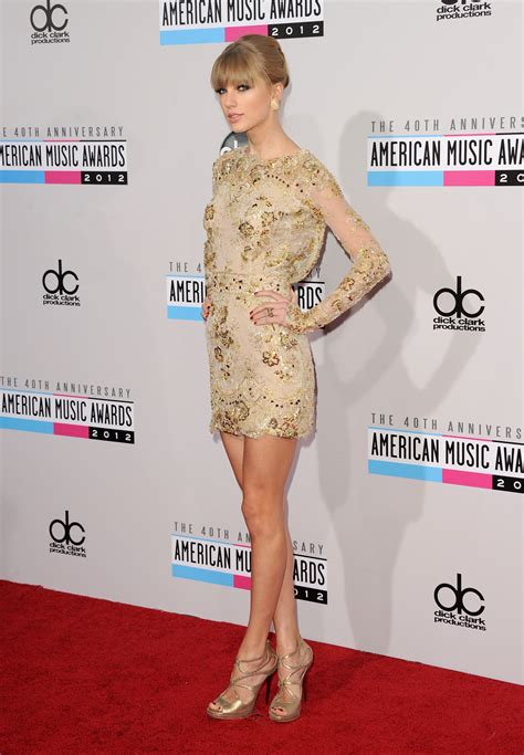 music awards 2012 video 2012 american music awards taylor swift is golden blonde