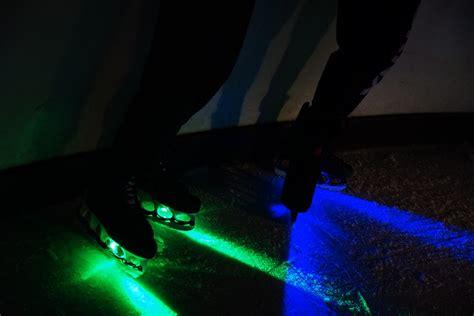 schlittschuhe led beleuchtung kostenloses foto schlittschuhe eis licht kostenloses
