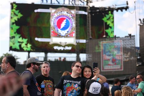 dead and company verified fan dead company fans bring a mellow mood to wrigley