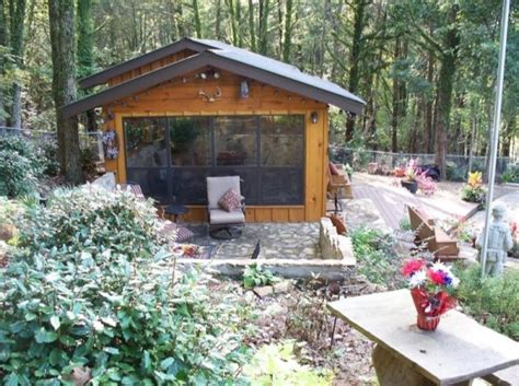 The Generals Cabin by Retired Army General S Getaway Tiny Cabin And Office