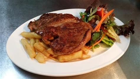 boat harbour fish n grill angus rump steak with chips salad and side sauce