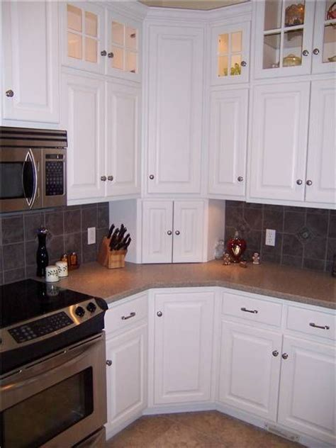what to do with corner kitchen cabinets best 25 corner cabinet kitchen ideas on pinterest