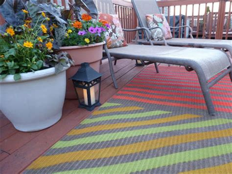 Spray On Rubber Coating For Rugs by Home Dzine Craft Ideas Use Spray Paint On Rugs And Carpet