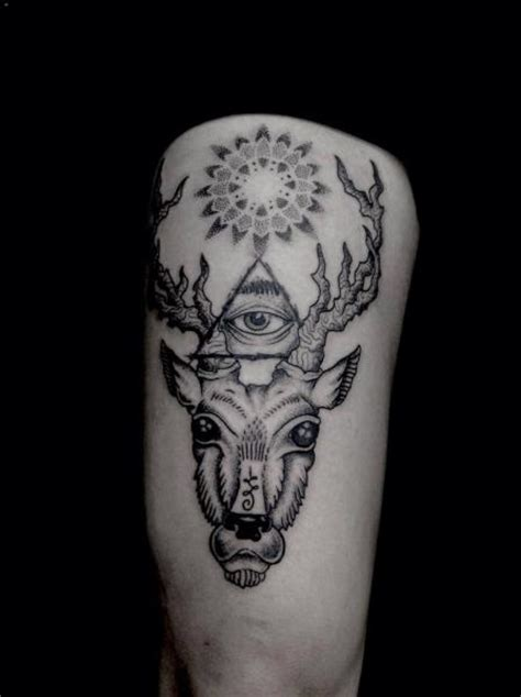 tatouage dieu dotwork cuisse cerf par silence of art