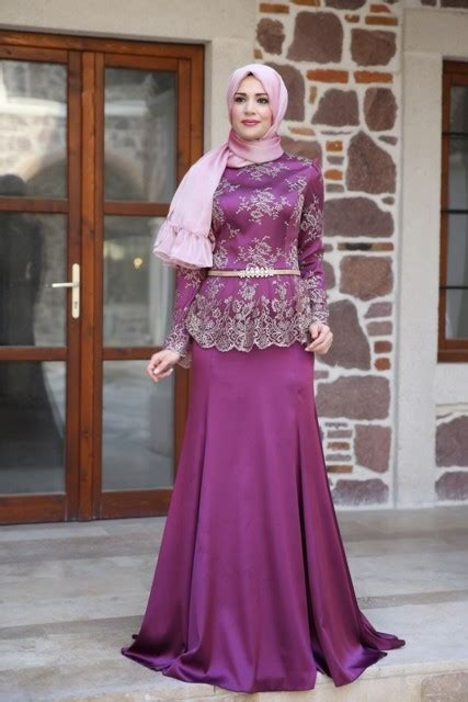 Setelan Beautiful fetching and modest sleeves evening costumes for