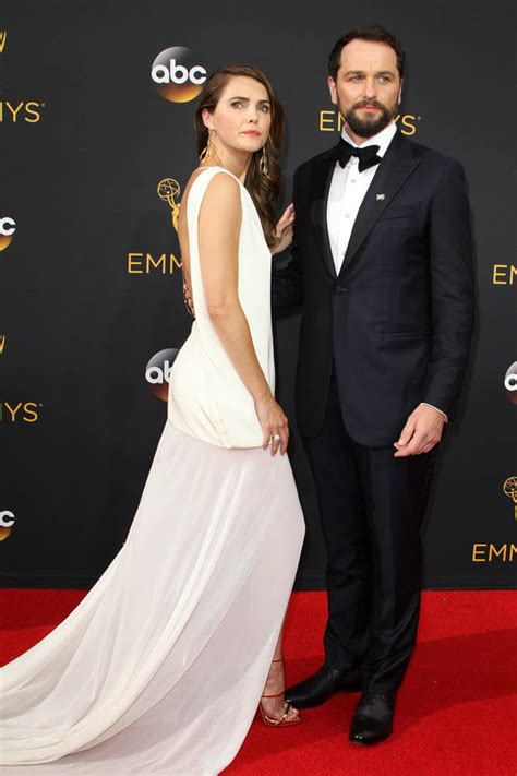 matthew rhys emmy keri russell and matthew rhys snubbed at the 2016 emmy
