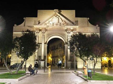 centro porte italia napoli porta napoli al tramonto foto di porta napoli lecce
