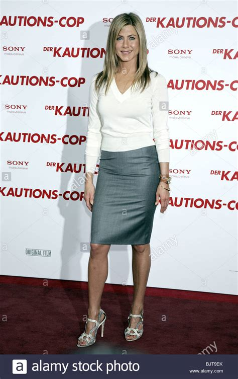 8 Aniston The Bounty Promo Looks by Aniston The Bounty Photocall Hotel De Rome