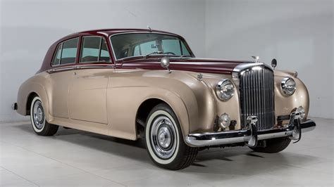 Luxury Limousine Vintage Bentley Rolls Royce
