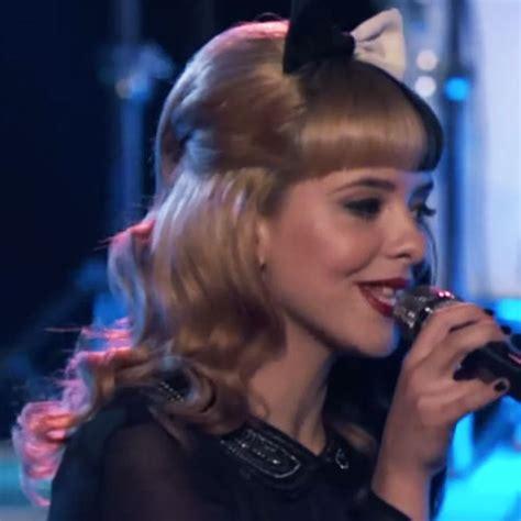 melanie martinez had short curly hair for her performance of cough melanie martinez had short curly hair for her performance