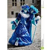 Trajes Azules Y Blancos Para El Carnaval Imagen De Archivo