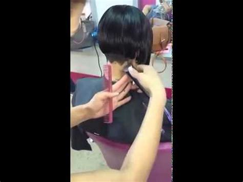 woman shaving there nape clippered nape