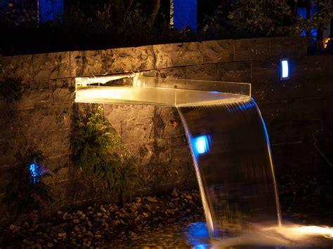 beleuchtung natursteinmauer led beleuchtung wasserfall traumgarten