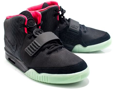 Nike Yeezy 2 z goes for lunch with beyonce and blue wearing air yeezy 2 solar sneakers in toronto