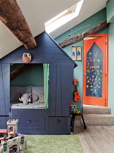 cabane dans une chambre lit cabane dans une chambre d enfant envie 2 deco