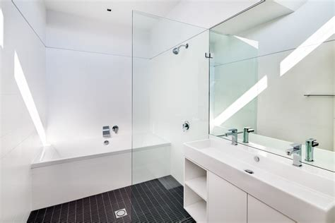 white contemporary bathrooms pare monvitrage fr