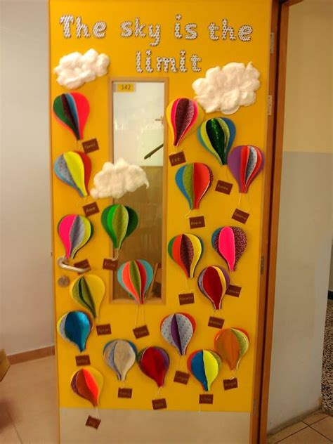 Decorating Classes by Best 25 Classroom Door Decorations Ideas On