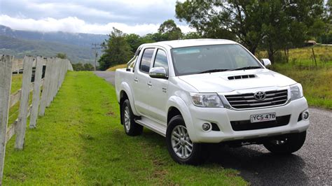 toyota reviews 2015 toyota hilux 2015 review chasing cars