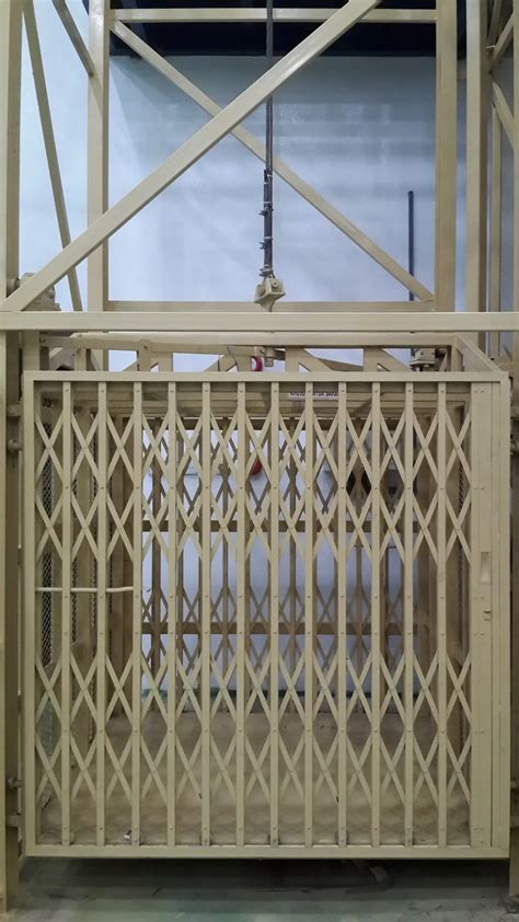 lift barang alat alat konstruksi