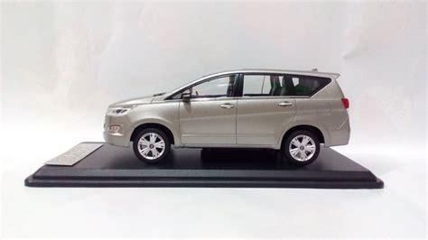 Replika Toyota Innova jual diecast miniatur mobil toyota all new kijang innova reborn 2016 silver replika mobil