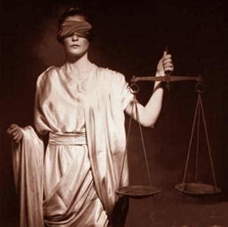 imagenes de justicia ciega yo fui un quot rodillas negras quot justicia ciega sorda y manca