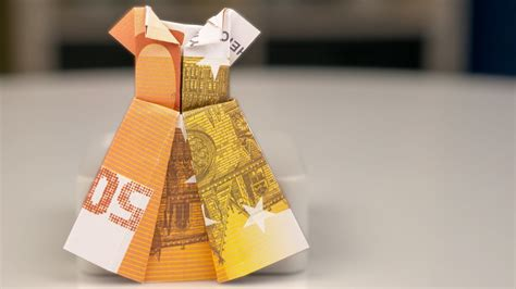 hochzeitskleid aus geld falten geldgeschenke hochzeit kleid aus geldschein falten