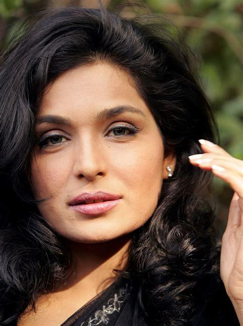 actress meera actor actress meera purchases expensive camera livetv pk actors