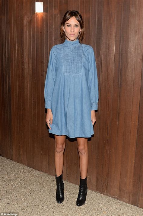 Dress Baby Doll Denim chung puts never ending legs on show in a denim