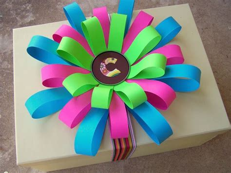 How To Make Paper Flowers With Construction Paper - diy construction paper bows how to gifts