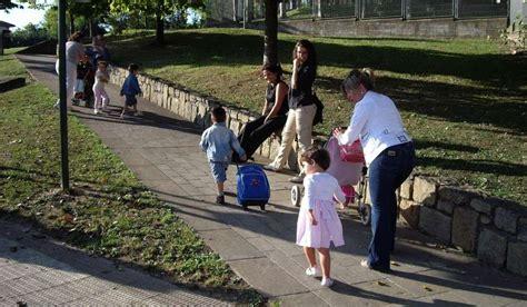imagenes niños yendo al colegio tres meses de prisi 243 n para unos padres por no llevar a su