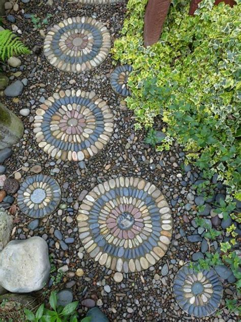 Mosaic Garden Stones by 25 Best Ideas About Mosaic Stepping Stones On