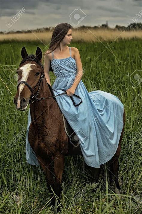 mujer abotonada por un caballo m 225 s de 1000 ideas sobre fotograf 237 a de chica del caballo en