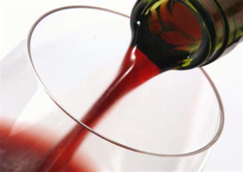 bicchieri vino rosso rischio ictus ridotto con un bicchiere di vino rosso al giorno