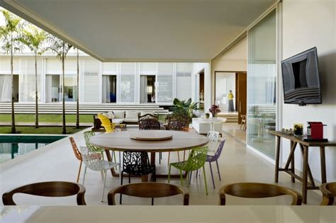 patio interior romano modern patio house is a study in contrasts freshome